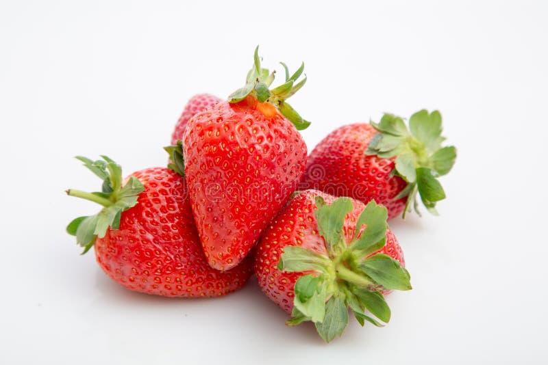H?g av jordgubbar arkivfoton