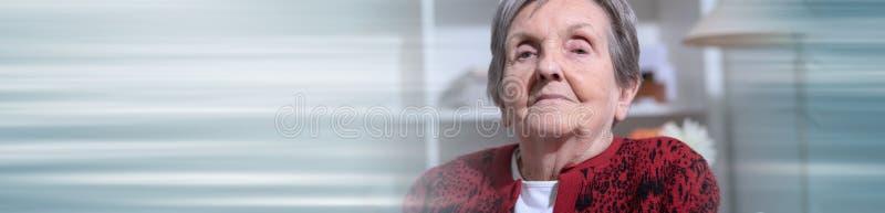 H?g kvinnast?ende; panorama- baner royaltyfri fotografi