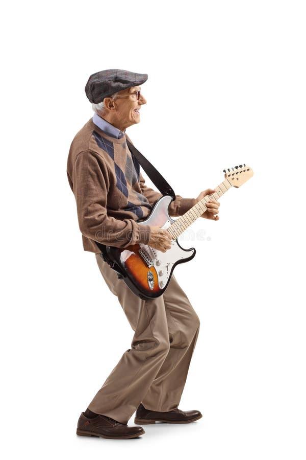 H?g man som spelar en elektrisk gitarr arkivfoton