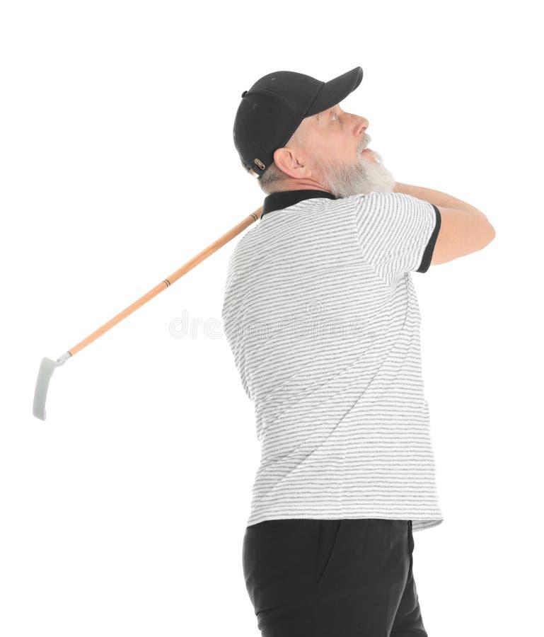 H?g man som spelar golf p? vit royaltyfria bilder
