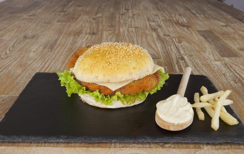H?hnerhamburger lizenzfreie stockfotografie