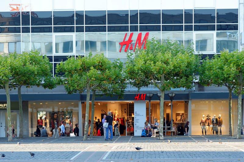 H&M-butiken i Frankfurt am Main, Tyskland royaltyfria bilder