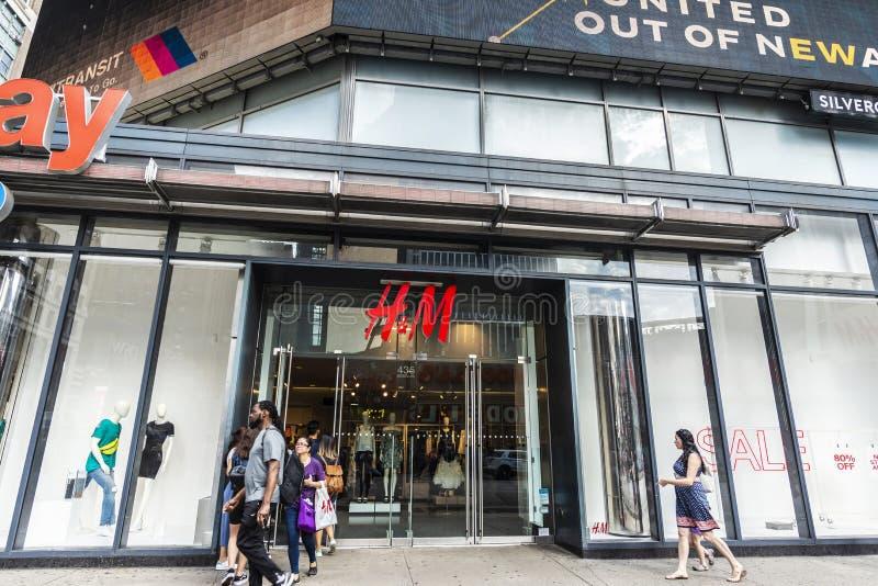 H&M-lager i New York City, USA arkivbild