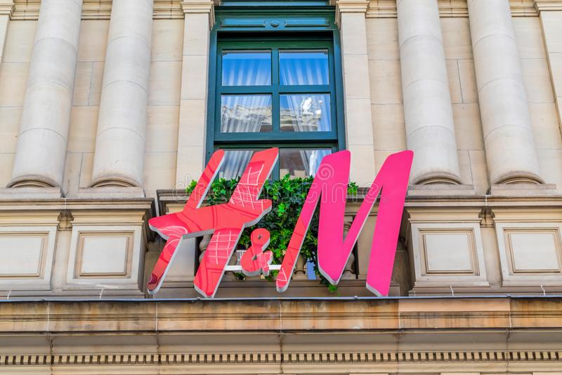 H&M-Logo in Melbourne, Australien stockbilder