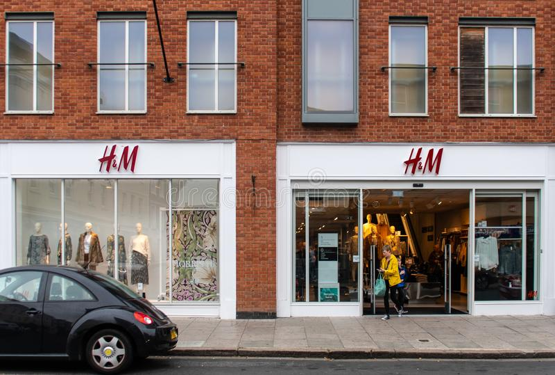 H&M Shop Frontage imagens de stock royalty free