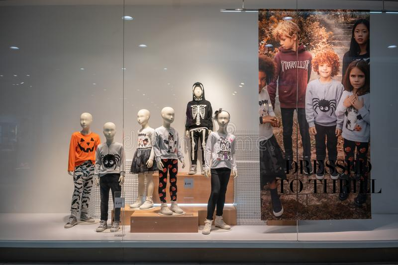 H&M winkel bij Paradise-Park, Bangkok, Thailand, 22 Oct, 2018 stock afbeelding
