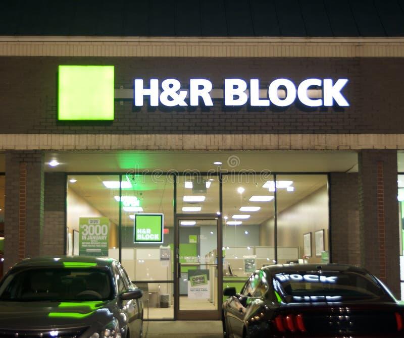 H&r Block Imposto Empresa na noite imagens de stock royalty free
