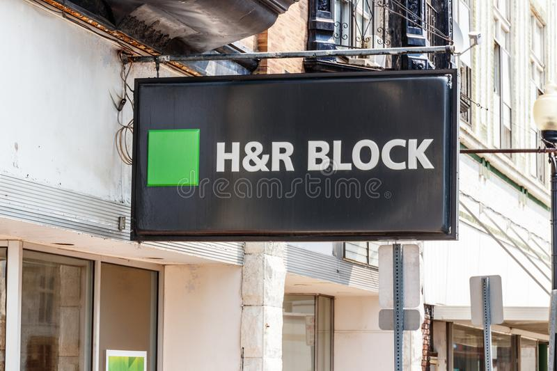 Hartford City - Circa August 2018: H&R Block Retail Tax Preparation Location IV stock photography