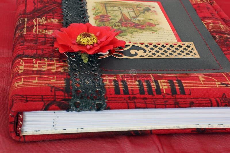 H?rlig anteckningsbok Anteckningsbok i scrapbooking tekniker royaltyfri fotografi