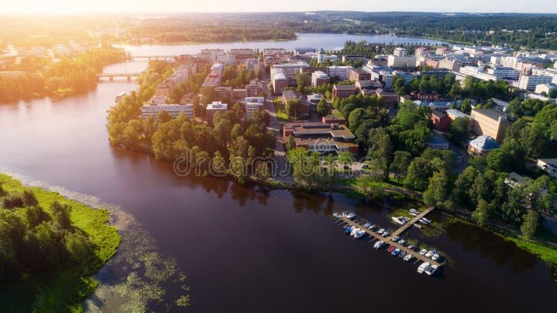 H?rlig flyg- sikt av den Hameenlinna staden p? den soliga sommardagen royaltyfri fotografi