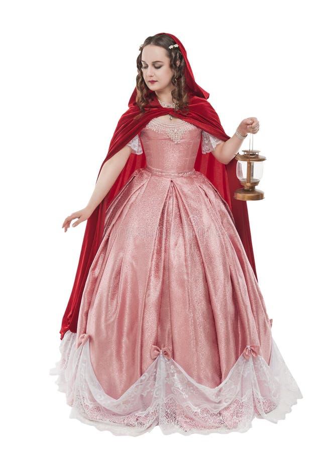 H?rlig kvinna i gammal historisk medeltida kl?nning med den isolerade lyktan royaltyfria bilder