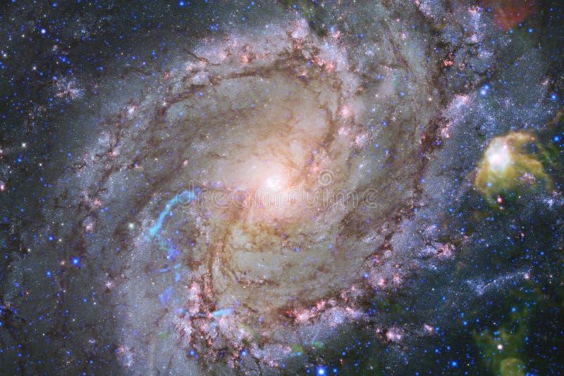H?rlig nebulosa och ljusa stj?rnor i yttre rymd, gl?dande mystiskt universum royaltyfri foto