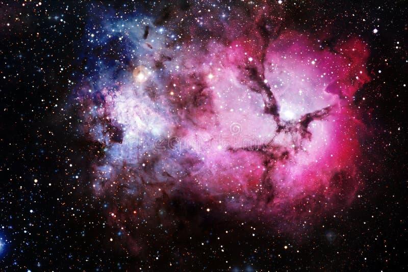 H?rlig nebulosa och ljusa stj?rnor i yttre rymd, gl?dande mystiskt universum arkivfoto