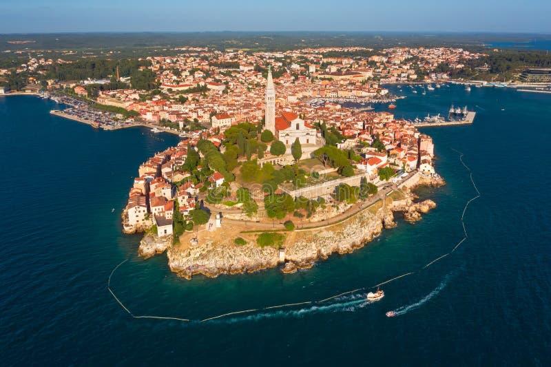 h?rlig rovinj flyg- alps coast det nya fotoet s?der sydliga v?stra zealand f?r ?n Den gamla staden av Rovinj, Istria, Kroatien arkivbilder