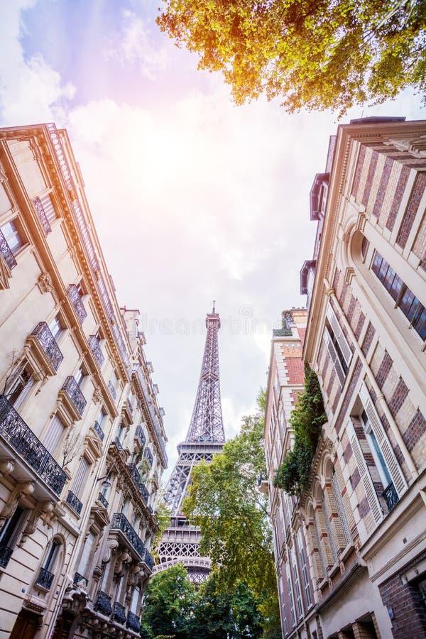 H?rlig sikt av den ber?mda Eiffeltorn i Paris, Frankrike royaltyfri fotografi