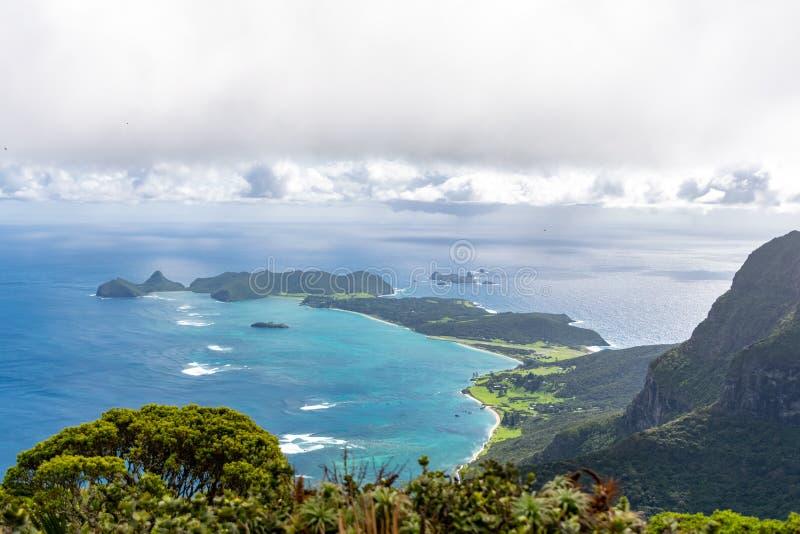 H?rlig sikt fr?n toppm?tet av monteringen Gower 875 meter ovanf?r havsniv?n, h?gst punkt p? Lord Howe Island fotografering för bildbyråer