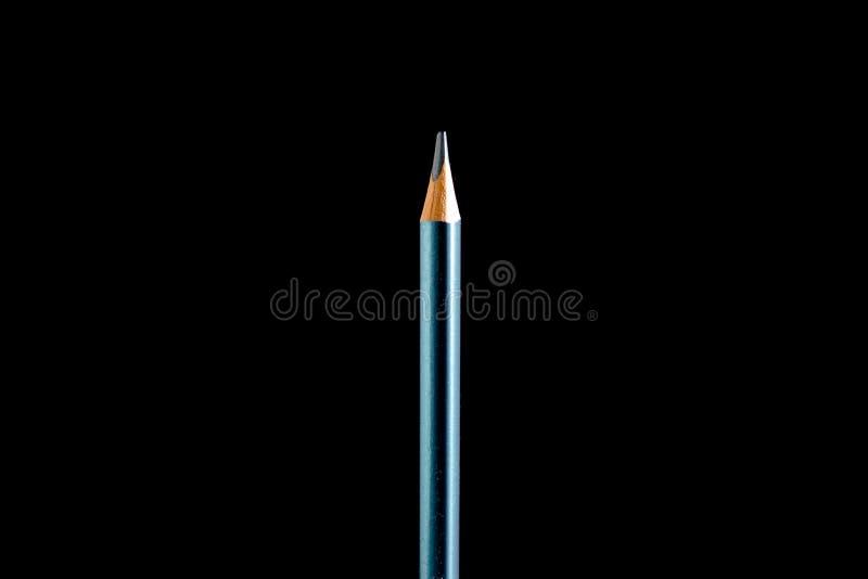 H?rlig svart kul?r blyertspenna p? svart bakgrund Snart till skolan tillbaka skola till royaltyfri fotografi