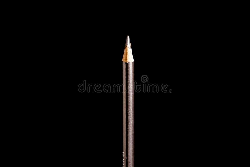 H?rlig svart kul?r blyertspenna p? svart bakgrund Snart till skolan tillbaka skola till royaltyfri bild