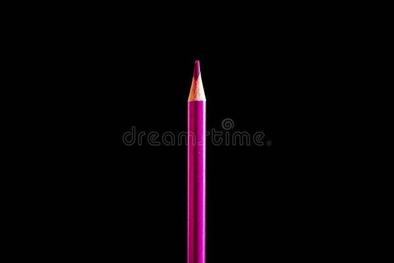 H?rlig svart kul?r blyertspenna p? svart bakgrund Snart till skolan tillbaka skola till royaltyfria foton