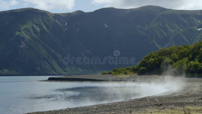 H?rliga berg av Kamchatka, f?glar av Kamchatka arkivbilder