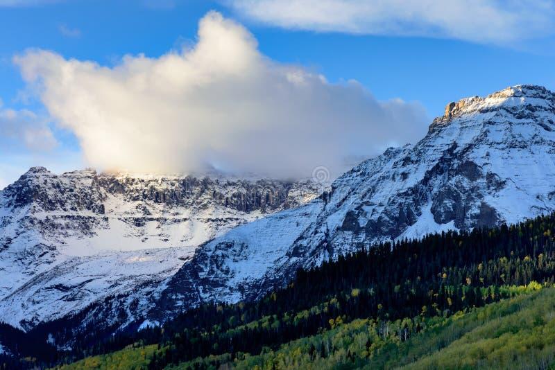 H?rliga och f?rgrika Colorado Rocky Mountain Autumn Scenery Morgonljus i Sanen Juan Mountains royaltyfri fotografi