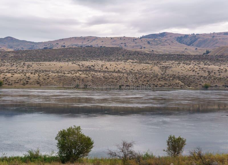 H?rligt Autumn Scenery landskap med Columbia River och pr?rien washington USA arkivbild