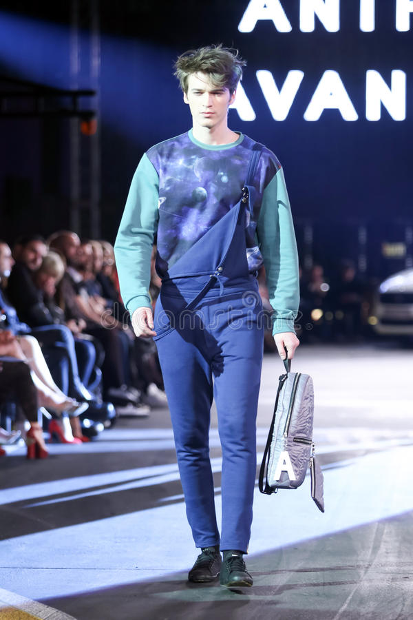 Hôte Porter Fashion Show : Anthony Avangard, Zagreb, Croatie photos stock