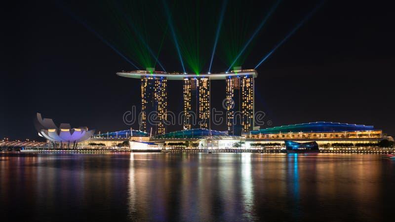 Hôtel célèbre de Singapour de complexe de Marina Bay Sands sur le coucher du soleil photographie stock