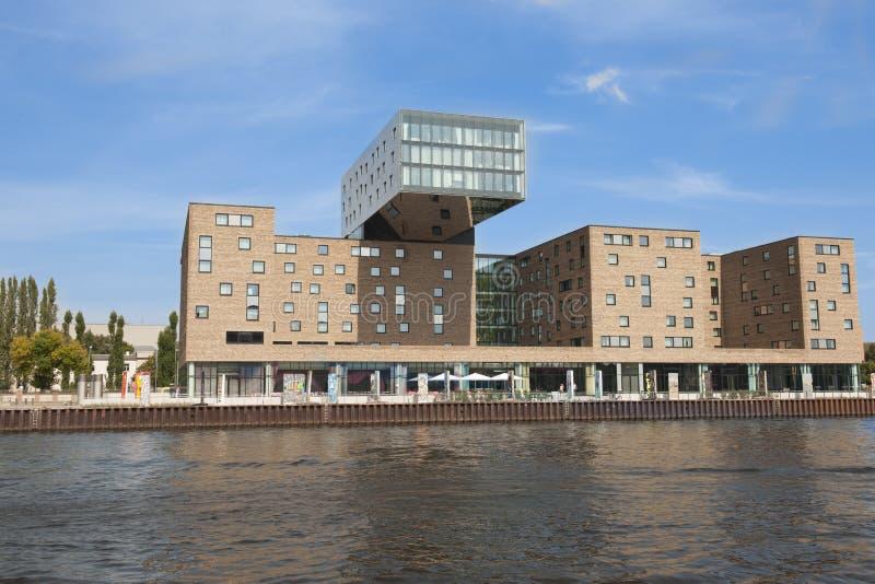 NH Designhotel et pièces du mur berlinois images stock
