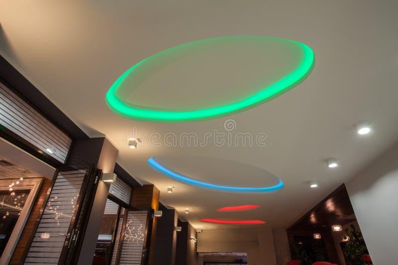 Hôtel de région boisée - lampes au néon image libre de droits