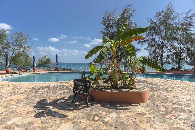 Hôtel de tourisme de piscine sur l'île de prison photo libre de droits