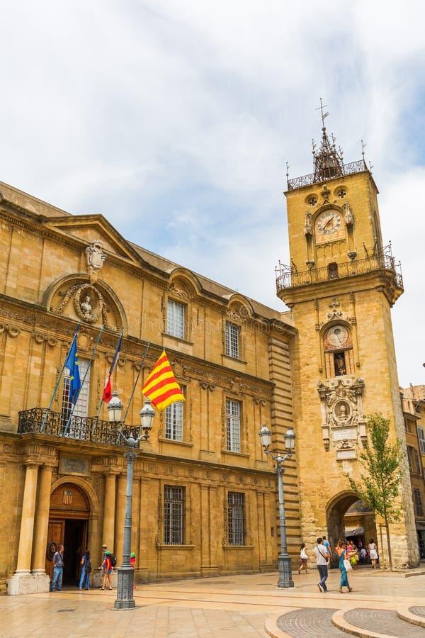 Hôtel de ville et tour d'horloge historiques à Aix-en-Provence, France images libres de droits