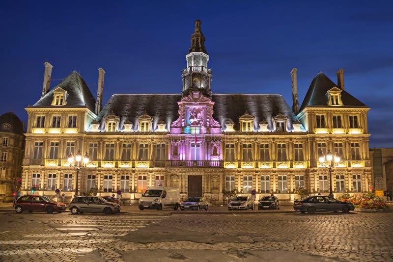 Hôtel de ville lumineux de Reims images libres de droits