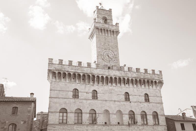 Hôtel de ville, village de Montepulciano ; La Toscane image stock