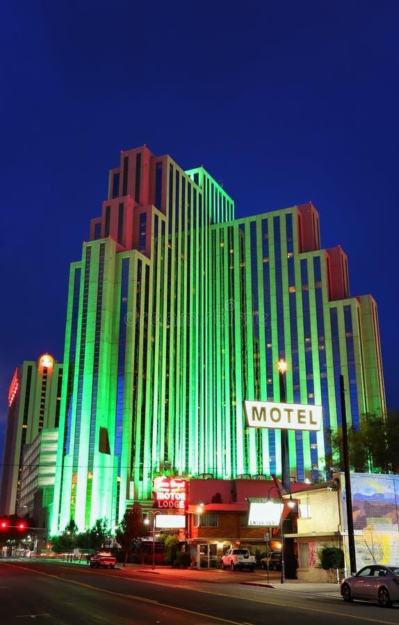 Hôtel et casino argenté de legs la nuit, Reno, Nevada photographie stock