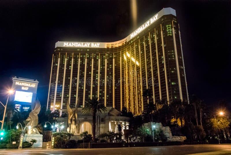 Hôtel et casino de baie de Mandalay la nuit - Las Vegas, Nevada, Etats-Unis image stock