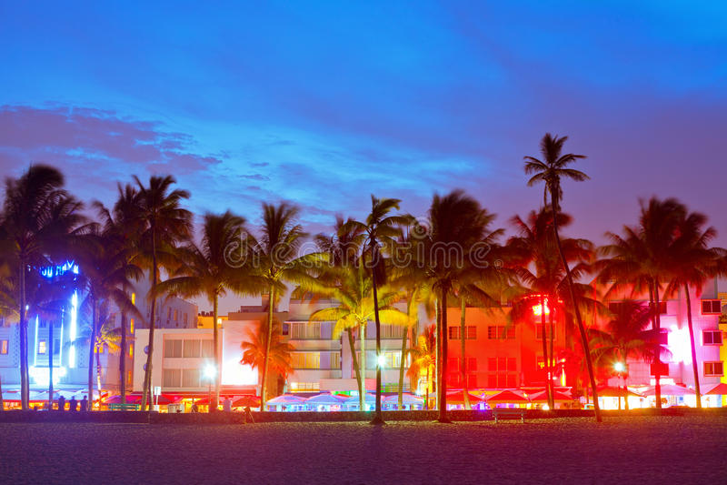 Hôtels de Miami Beach, de Floride et restaurants au coucher du soleil photo stock