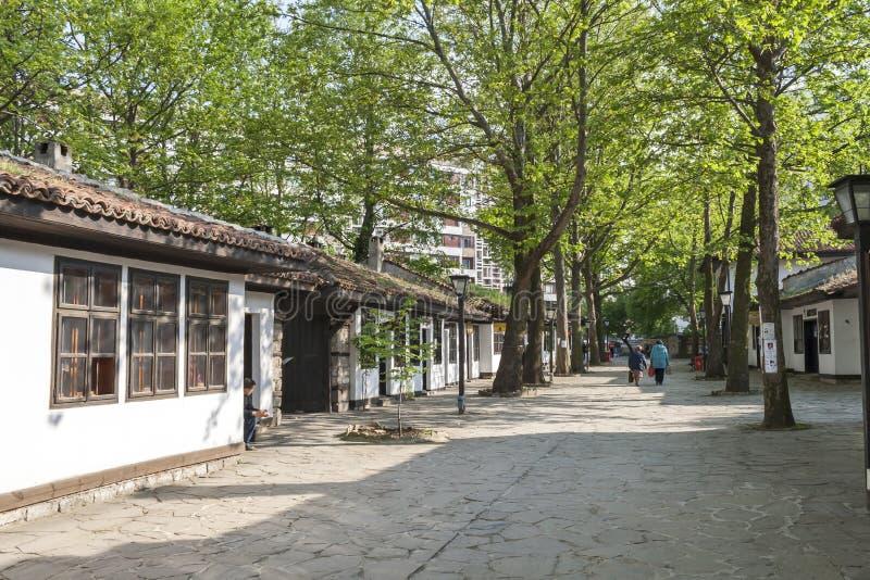 H?user des 19. Jahrhunderts an der alten Stadt in der Mitte der Stadt von Dobrich, Bulgarien lizenzfreies stockbild