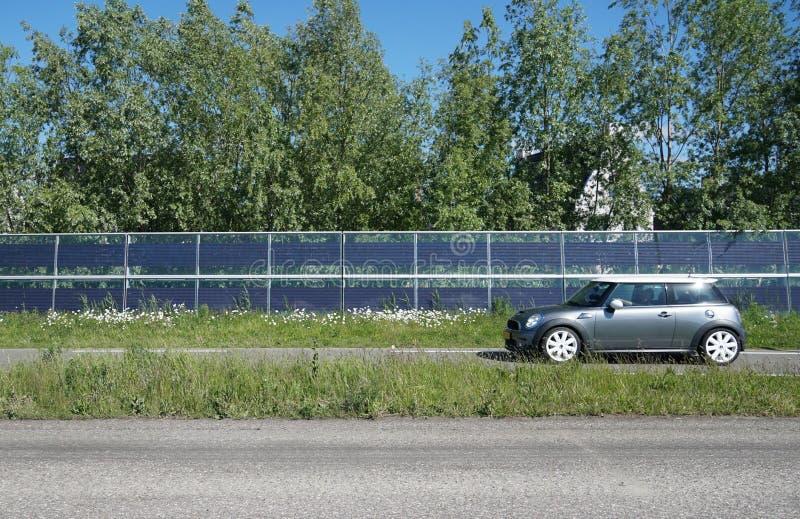 Hałas bariery z zintegrowanymi panel słoneczny obraz royalty free