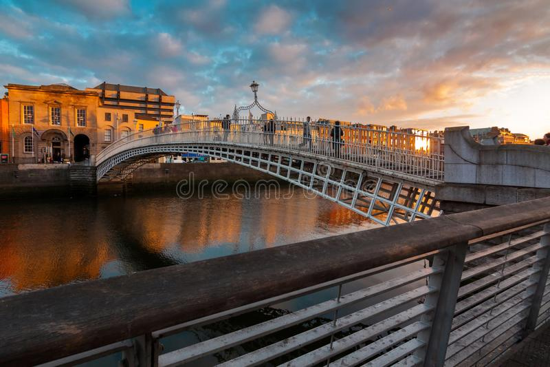 Ha de ` Penny Bridge, Dublín, Irlanda imagen de archivo