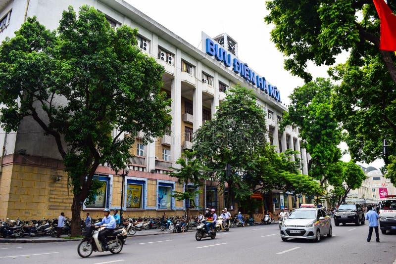 Ha di Noi, Vietnam - 1° settembre 2015 vista frontale della posta centrale a Hanoi fotografia stock libera da diritti