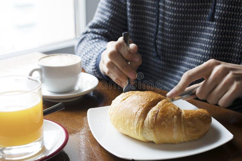 Ha frukosten i kafeterian arkivfoton