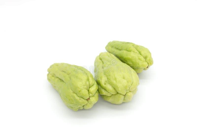 Ha isolato la zucchina centenaria verde fresca su fondo bianco fotografie stock