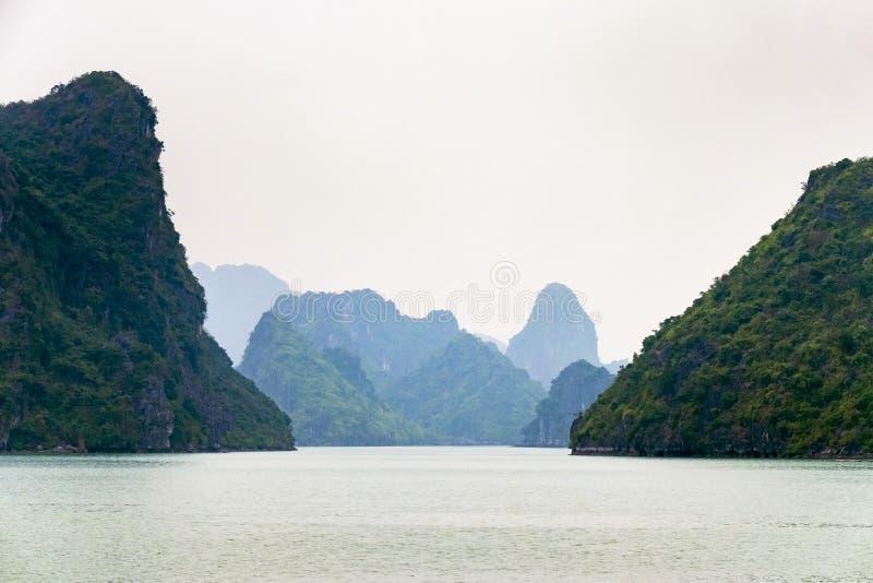 Ha-langer Schacht Vietnam stockfotos