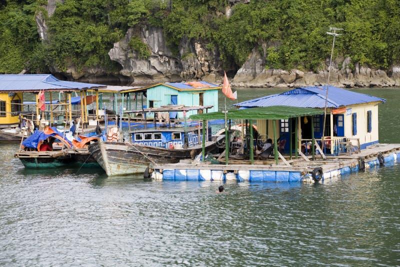 Ha-langer Schacht, Vietnam, Hausboote lizenzfreies stockbild