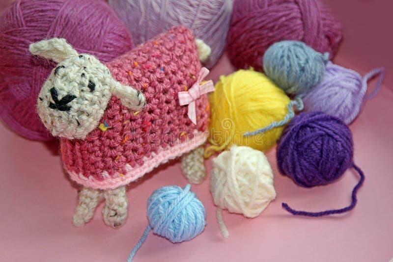 Haak schapen en wol royalty-vrije stock afbeelding