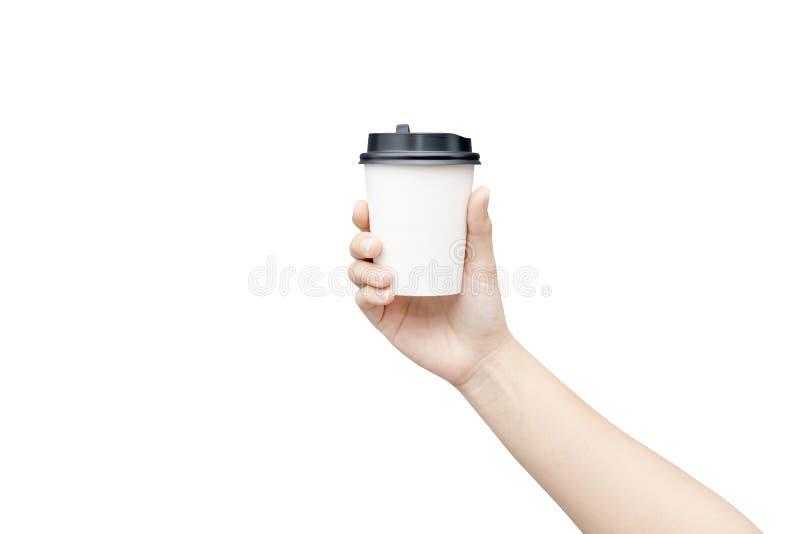 Haal de achtergrond van de koffiekop weg Vrouwelijke hand die een koffiedocument kop houden die op witte achtergrond met het knip stock afbeeldingen