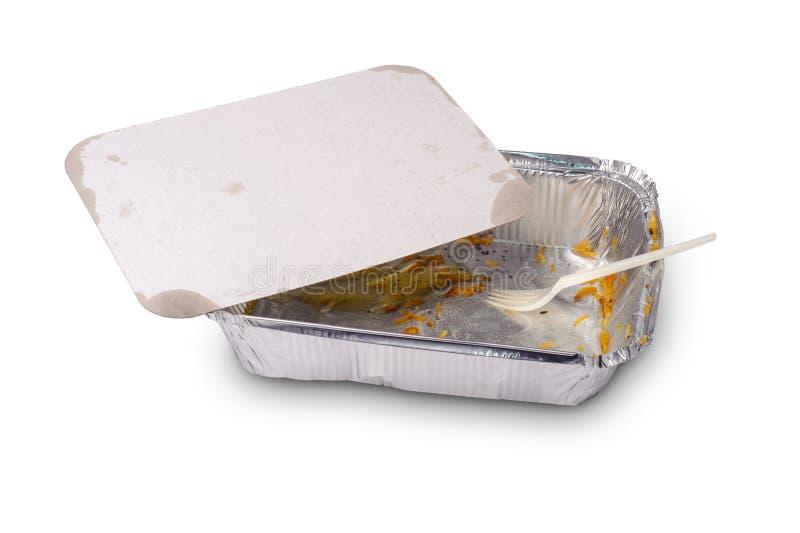 Haal folieplaat met resten van voedsel en plastic vork weg stock afbeelding