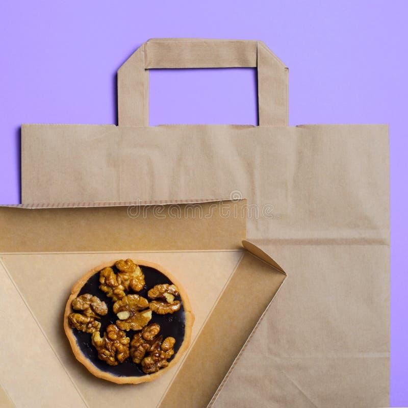 Haal Voedselconcept, Vriendschappelijke het Document van Eco Verpakking weg royalty-vrije stock afbeeldingen