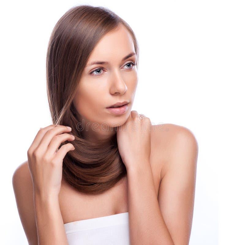 haar Mooi donkerbruin meisje Gezond Lang Haar De modelvrouw van de schoonheid hairstyle stock foto